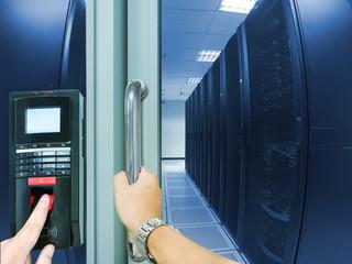 Mentenanta sisteme de control acces si pontaj electronic